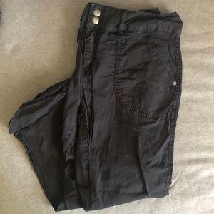 Sanctuary utility cargo crop pants black size 29